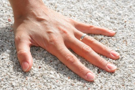 Study Finds Link Between Wealth, Size Of Fingers