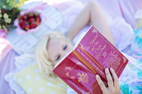 In Pain? Reading May Bring You Relief, Study Suggests