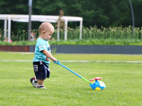 Babies Try Harder After Seeing Adults Struggle To Achieve A Goal, Study Finds