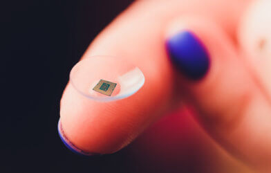 Digital or smart contact lens