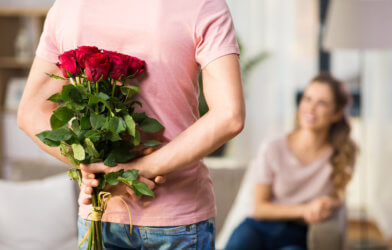 Man giving woman bouquet of roses, flowers